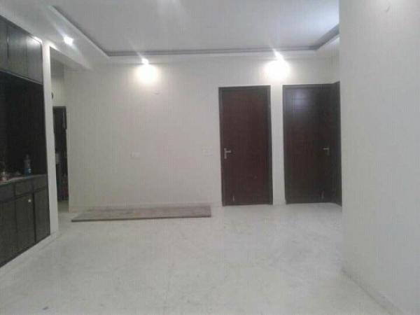 3 BHK Floor for Sale in Pulpehladpur New Delhi - Living Room
