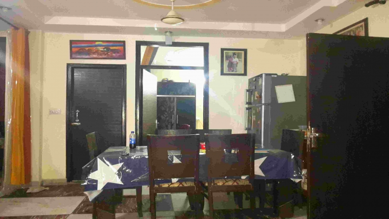 3 BHK Floor for Rent in Tihar Village New Delhi - Living Room