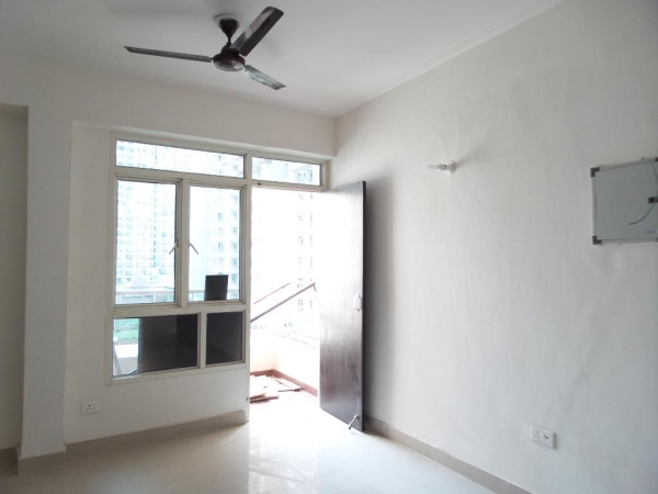 2 BHK Apartment for Rent in Stellar Kings Court - Living Room
