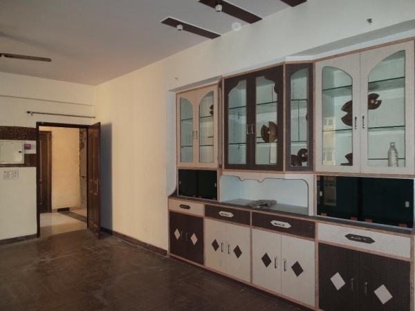 2 BHK Apartment for Rent in Parsvnath Srishti - Living Room