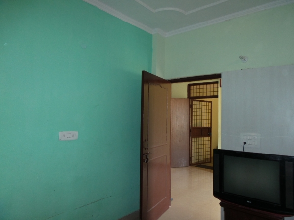 2 BHK Floor for Sale in Geeta Colony New Delhi - Living Room