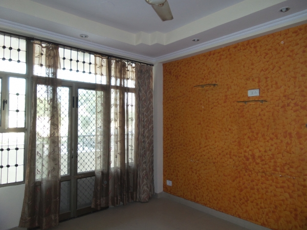 2 BHK Apartment for Sale in Express View Apartment - Living Room
