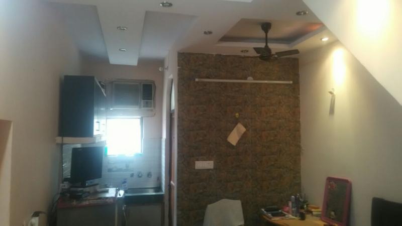 1 BHK Floor for Sale in West Patel Nagar New Delhi - Kitchen