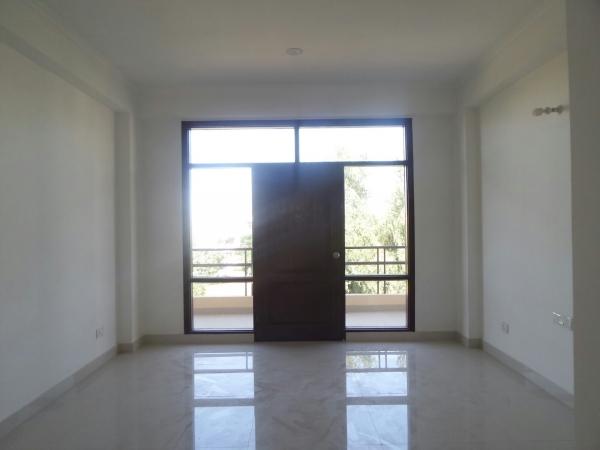 3 BHK Floor for Rent in Maple Crescent - Living Room